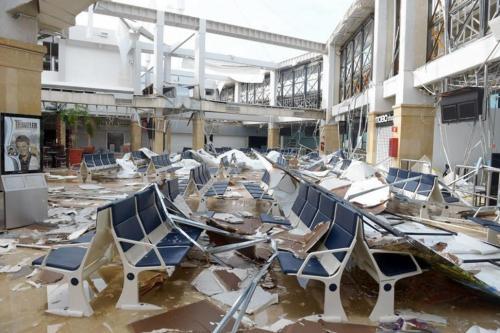 hurricanes 2014 Airport-1
